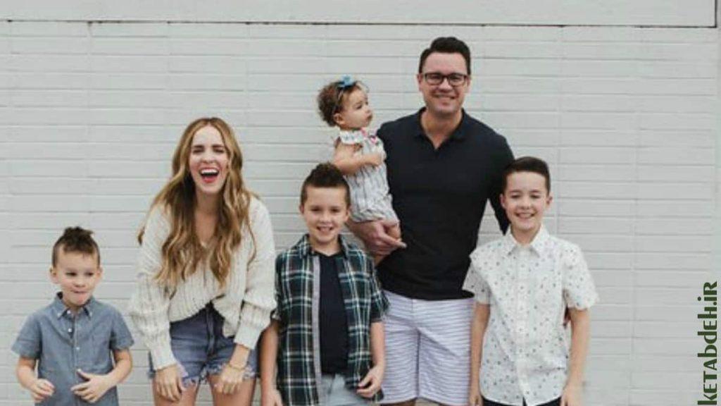ریچل هالیس با خانواده